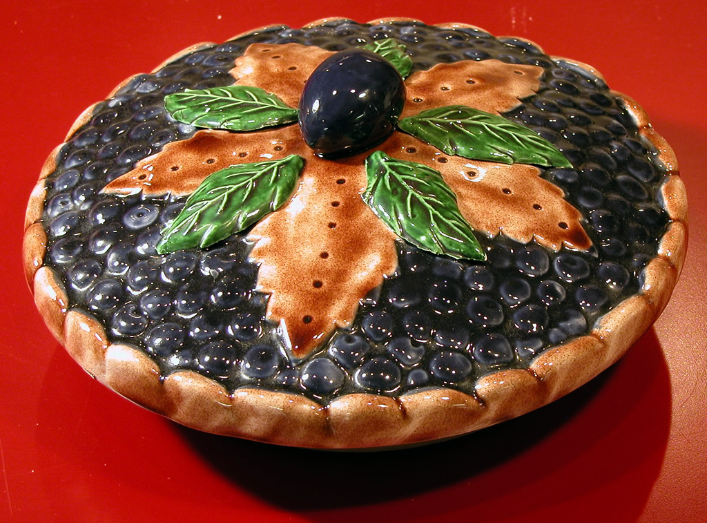 Ceramic lidded pie dish