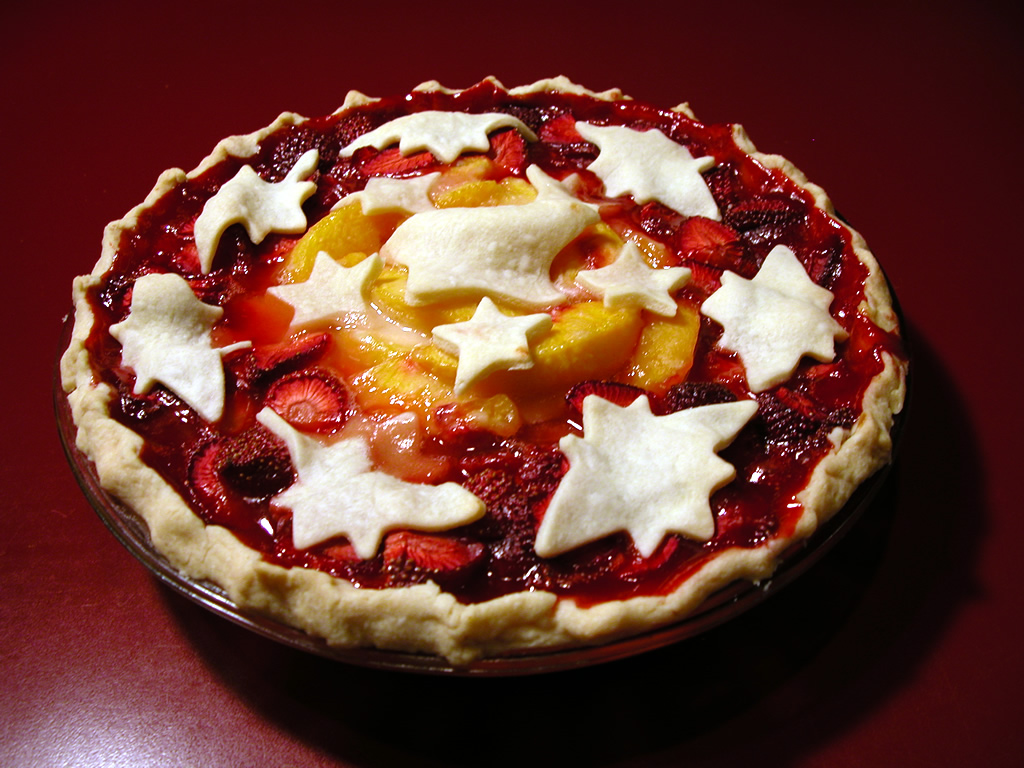 Peach-Strawberry Pie with Pie Art